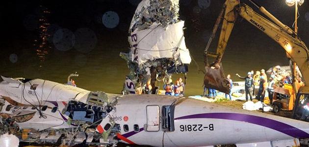 JATUH: Pesawat jatuh di Sungai Keelung dalam penerbangan ke Pulau Kinmen. (BBC)